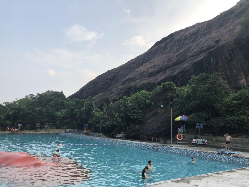 周末燕子崖天然活水游泳池